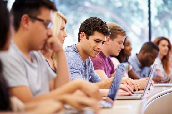 canva-class-of-university-students--MABL8bNSiQI